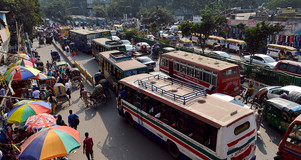 Buses in Bangladesh. Credit Francisco Anzola.