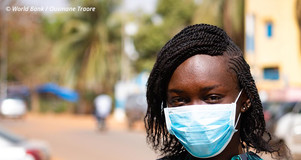 Woman wearing facemask. Credit: World Bank / Ousmane Traore.